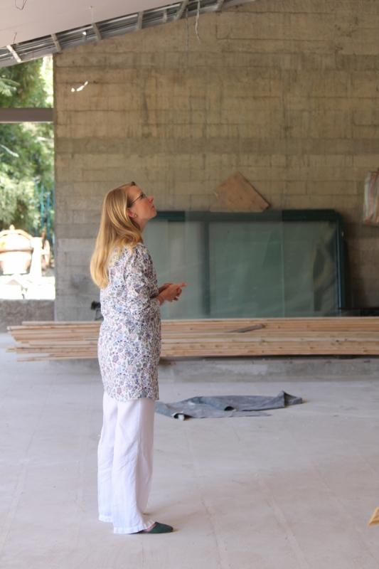 Sandra bei der Bauaufsicht