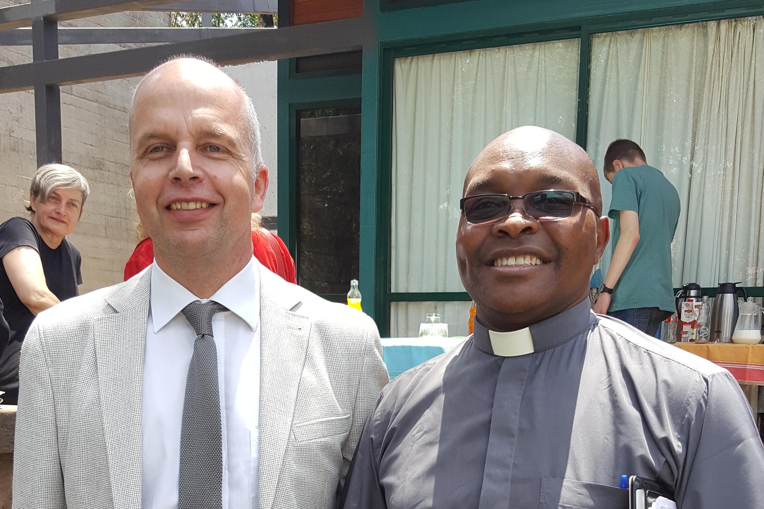 OKR Reusch mit KELC Generalsekretär Mwololo